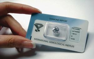 Ein durch das IGI zertifizierter und versiegelter Diamant