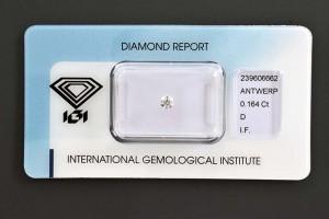 Ein kleiner Brillant in höchster Qualität mit   0,16 Karat! Selbstverständlich zertifiziert und mit der Zertifikatsnummer gelasert. Vielleicht als ein Geschenk an ihre Kinder oder Enkel als Start einer langfristigen Anlage in Diamanten?