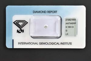 """Ein Diamant mit ausschließlich Bestwerten in allen Bereichen! Farbe D (Hochfeines Weiß+), Reinheit IF (lupenrein), Schliff 3x Exzellent + Höchstprädikat """"IDEAL CUT BRILLIANT"""", Fluoreszenz keine. Als toller Schmuckdiamant, für Sammler oder als kleine Wertanlage."""
