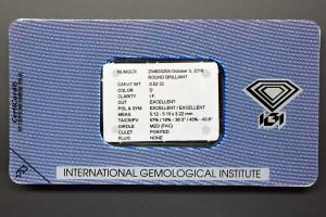 Die Rückseite der original IGI-Versiegelung mit den Daten des Diamanten-Zertifikats in Kurzform.