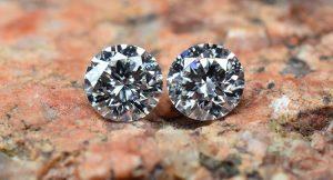 Zwei praktisch Top-Halbkaräter Anlagediamanten - natürlich auch für exklusiven Schmuck (Ohrringe?) geeignet.