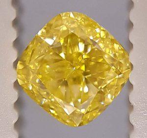 Ein natürlicher und unbehandelter gelber Diamant im Cushion-Schliff.