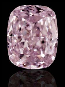 Ein natürlicher Diamant in der extrem seltenen Kombination PINK & LILA! Für den Ring ihrer Liebsten, für sich selbst oder zur Wertanlage?
