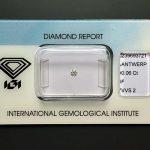 Zwei kleine und hochwertige Diamanten, jeder mit eigenem Zertifikat und original versiegelt. Nr. 1