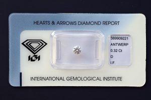 """Drittelkaräter-Anlagediamant in Top-Qualität, mit einem meisterlich ausgeführten """"Herzen- und Pfeile Schliff""""!"""