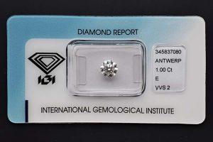 Einkaräter Diamant-Brillant mit hohem Farb- und Reinheitsgrad.