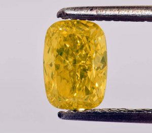 1,04 Karat, Fancy VIVID Yellow = die allerhöchste Farbsättigung. Mehr geht nicht.