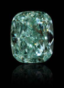 Ein extrem seltener und wertvoller, blau-grüner Diamant mit 0,54 Karat und starker Farbsättigung (Fancy Intense) durch aktuelles GIA-Zertifikat bestätigt.