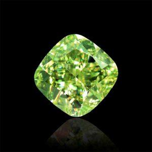 Ein wunderschöner, sehr seltener und wertvoller grüner Diamant! Auch dieser fancyfarbene grüne Diamant hat ein GIA-Zertifikat, welches die natürliche und unbehandelte Farbe feststellt und bestätigt. Zur Sicherheit besitzt er noch eine Lasergravur.
