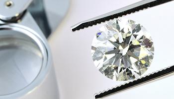 Wertanlage-Diamant mit Lupe